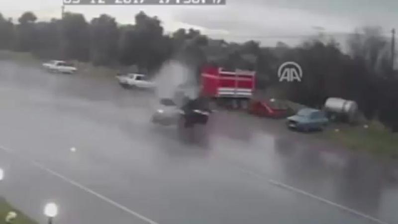 200 км/час. Мгновенная смерть в чёрно-белой машине. Измир, Турция.