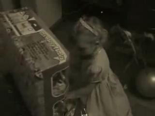 Видеоклип про Новый год и маленькую девочку