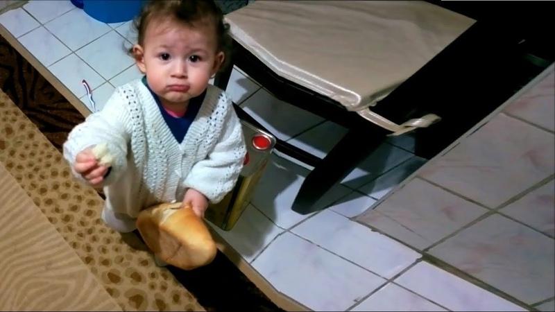 Ekmeği delerek içini yiyen bebek » Freewka.com - Смотреть онлайн в хорощем качестве