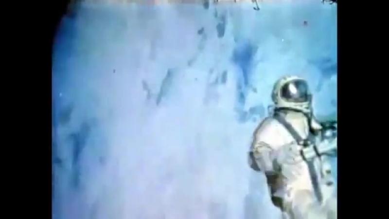 Первый выход в космос был совершён советским космонавтом Алексеем Леоновым 18 марта 1965 года