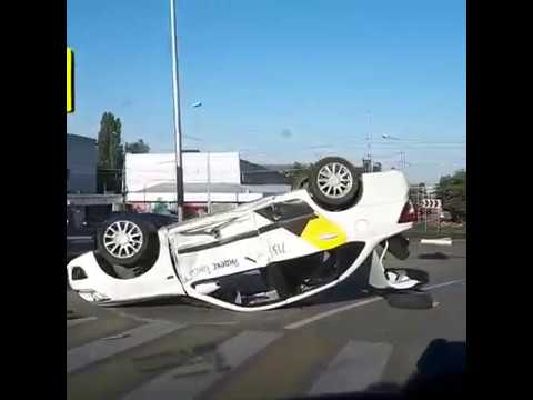 Авария на кругу у гостиницы Бештау