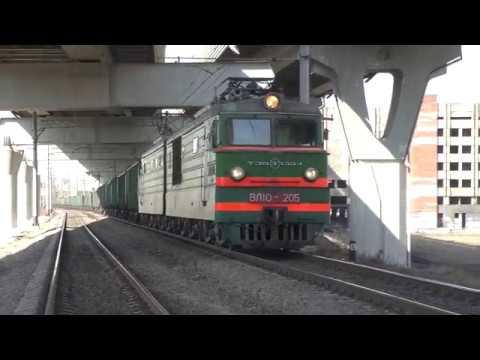 Электровоз ВЛ10 205 с грузовым поездом и с приветливым машинистом