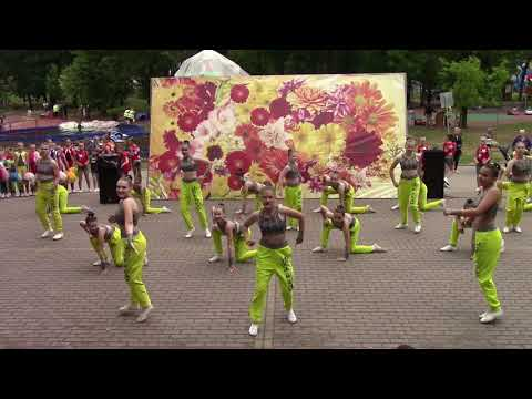 Выступление студии спортивного танца Уникс на День России