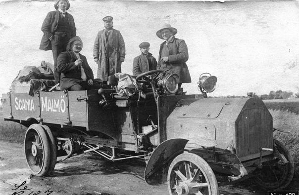 Грузовой автомобиль Scania type E во время рекламного автопробега Мальмё-Стокгольм Автопробег Мальмё-Стокгольм стартовал 20-го мая 1909-го года и должен был продемонстрировать надёжность