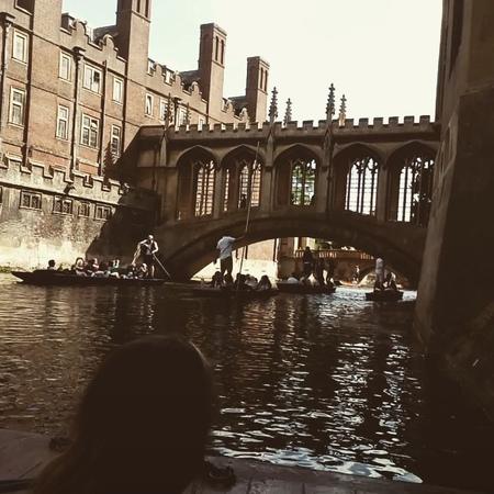 """Vera Ipatova on Instagram: """"Кембридж, мост Вздохов, у студентов есть давняя традиция - перед экзаменом проходить по мосту и выдыхать полной грудью ..."""