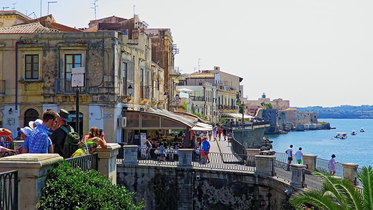 Сицилия! - Крестный отец, комиссар Каттани, мафия бессмертна, вулкан Этна, потрясающая итальянская кухня и еще очень много чего интересного !