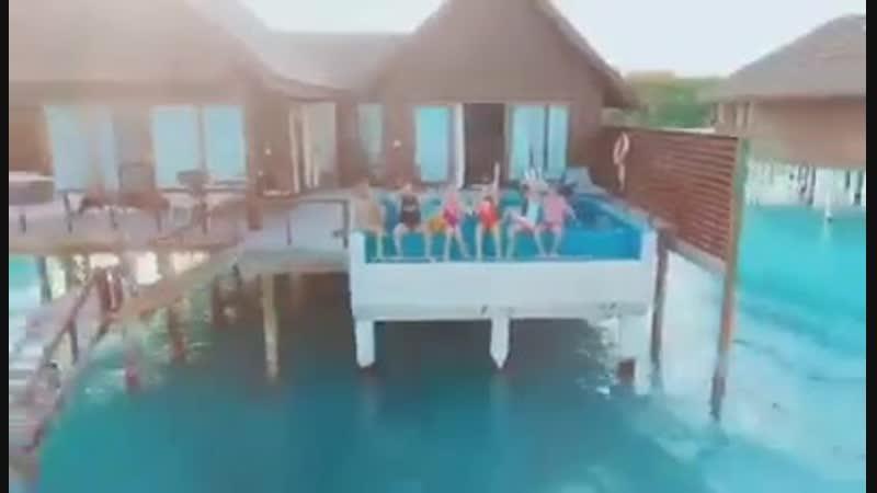Как отдыхала Виктория Боня с друзьями в Hideaway Beach Resort Spa