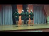 Выступают девушки средней школы поселка Мариец