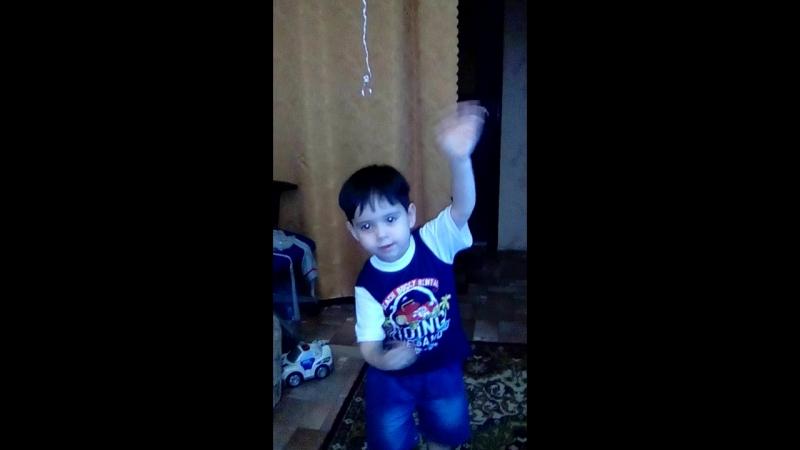 Сыночек танцует 😀