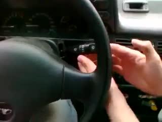 Когда учишь девушку водить