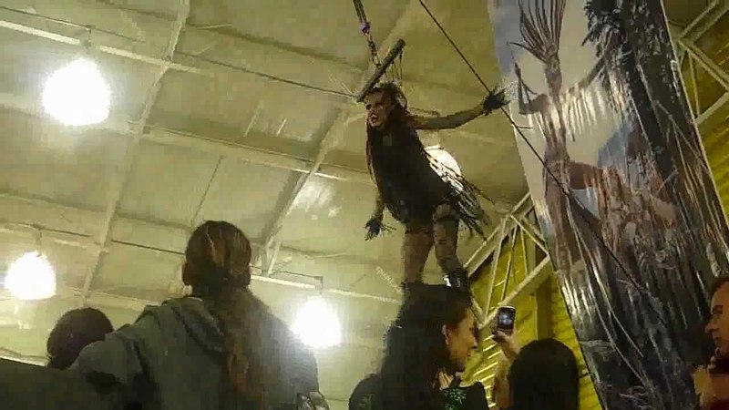 † 5ta Convencion de Tatuadores Bogota † junio 4,5,6 /2011 show de suspension MUJER VAMPIRO