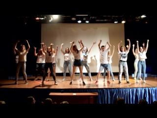 танец вожатых на открытие 1 лагерной смены