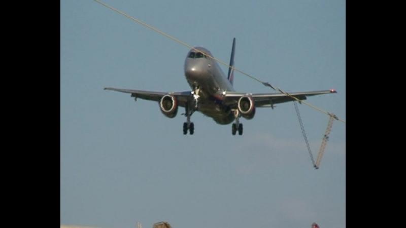 Заход на посадку и посадка при сильном встречном ветре SSJ 100-95B Аэрофлот