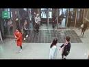 Замечтавшаяся барышня нечаянно пробила стеклянную дверь на Адмиралтейская