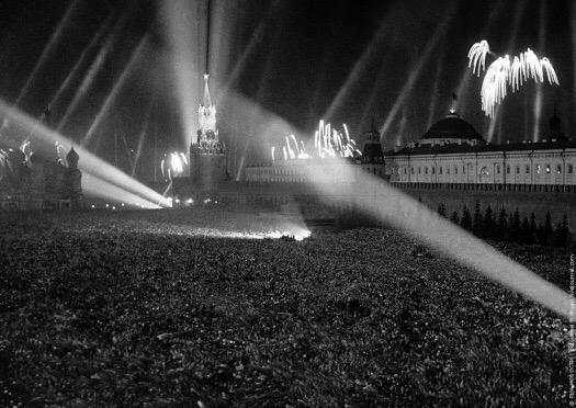 11 малоизвестных фактов о легендарном параде победы   наверняка многие помнят и знают, что первый парад победыв москве прошел 24 июня 1945г. и вот захотелось мне поделиться с вами 11 малоизвестными фактами об этом знаменательном событии. 1.
