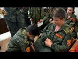 Молодая Гвардия Донбасса на практических занятиях по оказанию первой помощи при ранениях в одной из частей, медицинской роте. г.