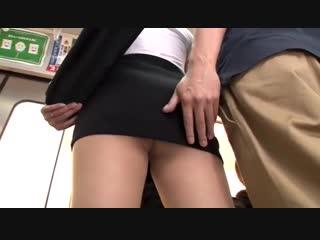 Японскую учительницу в мини юбке облапали за задницу