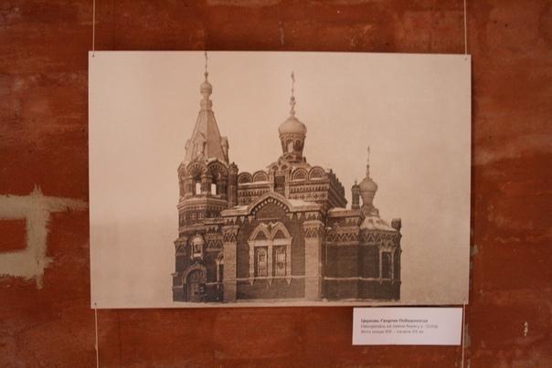 Церковь Георгия Победоносца Находилась на левом берегу реки Осётр. Фото конца XIX—начала XX веков  Обратите внимание, что сфотографировали под таким углом, что не видно фона.