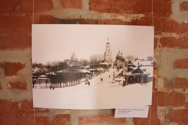 Вид на кремль и Богоявленскую церковь со стороны реки Осётр. Фото начала XX века