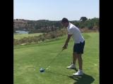 Терри играет в гольф