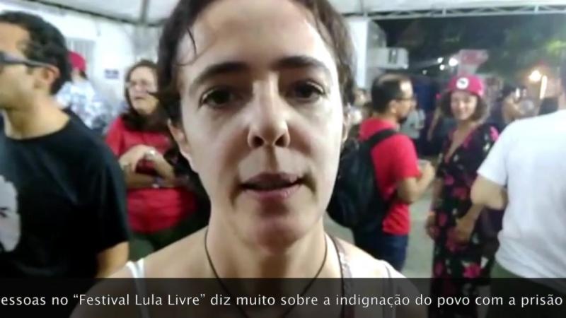 """Atriz Sílvia Buarque ato lotado diz muito sobre esta indignação com a prisão do presidente Lula"""""""