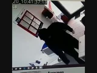 В Махачкале учитель физкультуры попытался ограбить фирму