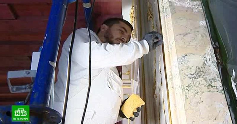 В Китайском дворце Екатерины II реставраторы раскрывают загадки интерьеров