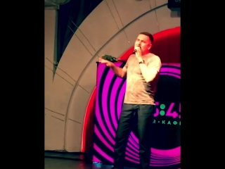 Выступление Майкла Яка на благотворительном концерте Ксении Алтай