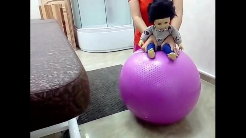Гимнастика для грудничков. Учимся сидеть. Тренировка косых мышц живота.