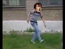 джарвис кокер прыгнул из окна и танцует