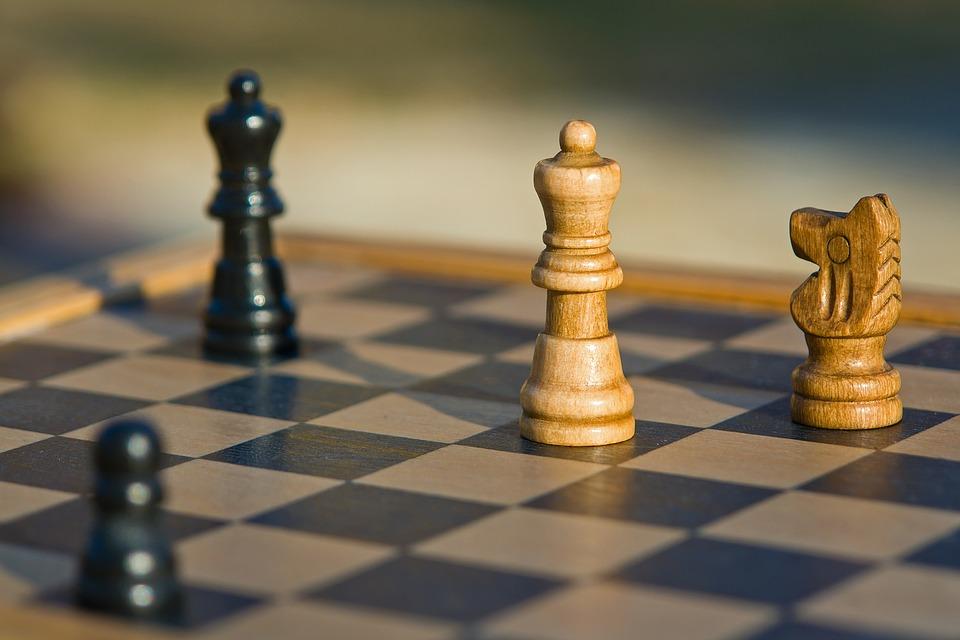 Пенсионеров приглашают заняться фитнесом, танцами и сыграть в шахматы в парке на Угличской