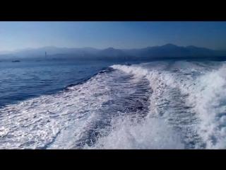 За кормой - Сицилия, Мессина, впереди - Липарские острова. За кормой - Сицилия, Мессина. Впереди - Липарские остро.2014г.