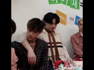 yugyeom rly did the pretend stretch to wrap ur arm around ur bro
