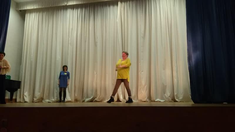 Шоу Миссис Хилово. Дефиле участниц.