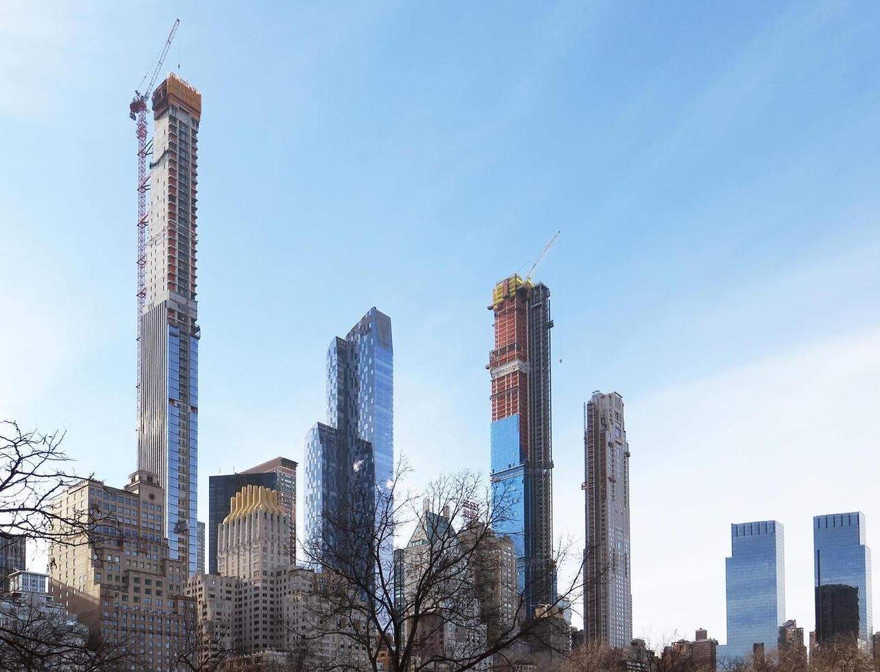 «Самый тонкий небоскреб» достиг отметки 370 м