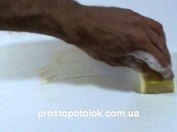 Как отмыть пятно от натяжного потолка