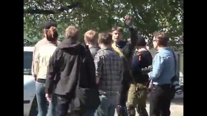 Славянск.24 апреля,2014.Блок-пост ополчения после штурма ВСУ.Один ополченец убит