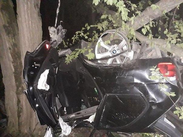 Разбились насмерть двое парней из КЧР на БМВ Х5 под Ставрополем