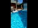 Катя научилась плавать Ура