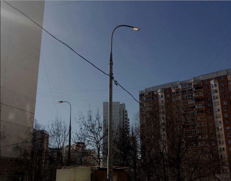 Во дворе на Зеленоградской вновь стало светло по вечерам