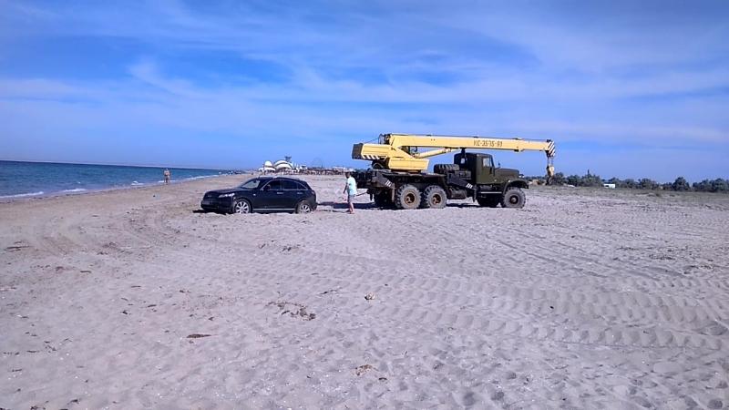 КрАЗ на пляже