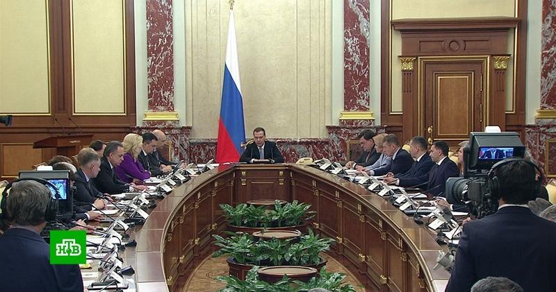 Медведев призвал кабмин приступить к выполнению послания до формальных поручений