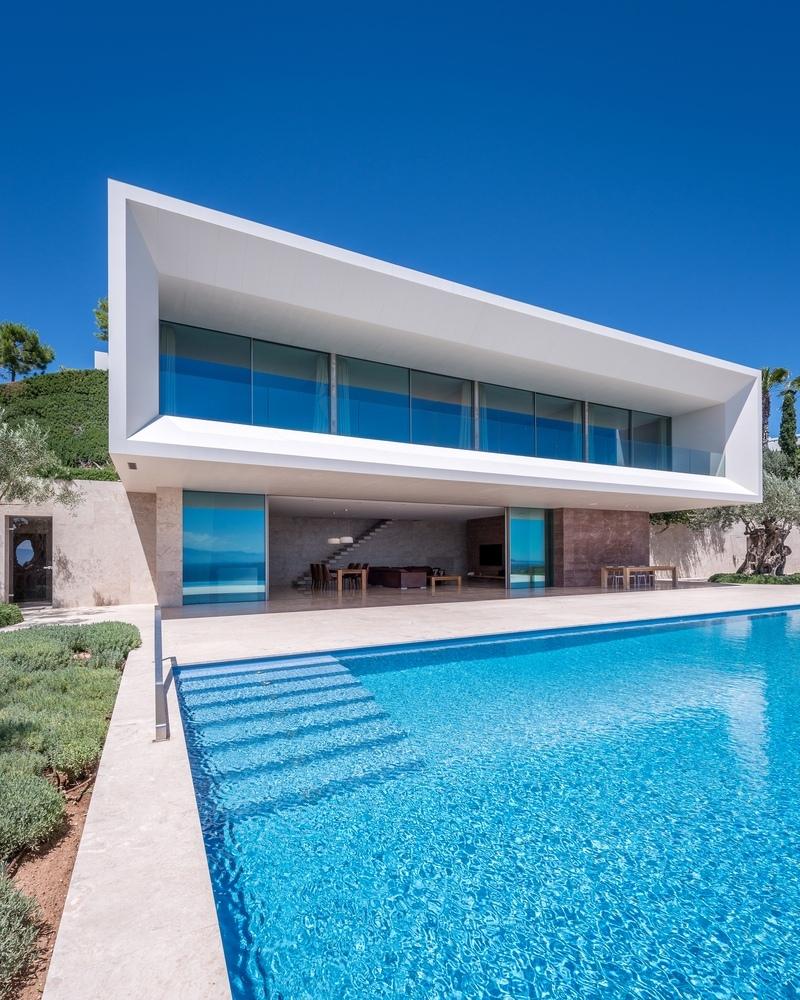 Главной концепцией этого дома является переход внешнего пространства в интерьер.