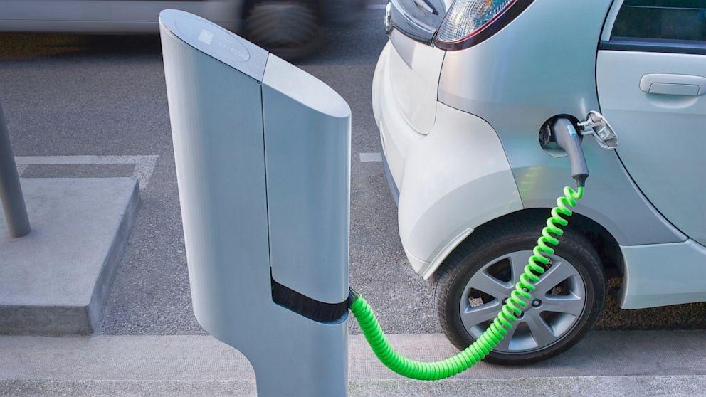 Новые зарядные станции для электромобилей за 10 минут увеличат запас хода на 290 км.