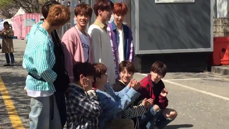 FANCAM | 11.04.18 | Chan @ UNB Busking for Entertainment Weekly Fancam compilation