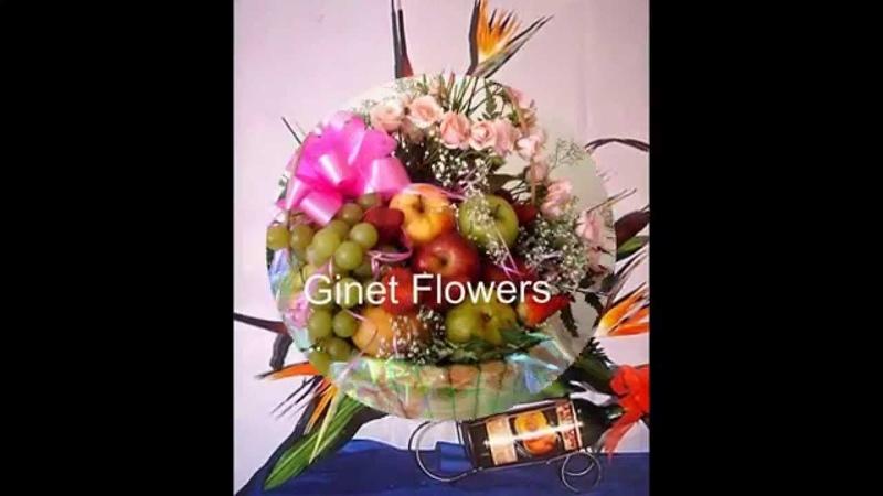 Arreglos florales y frutas