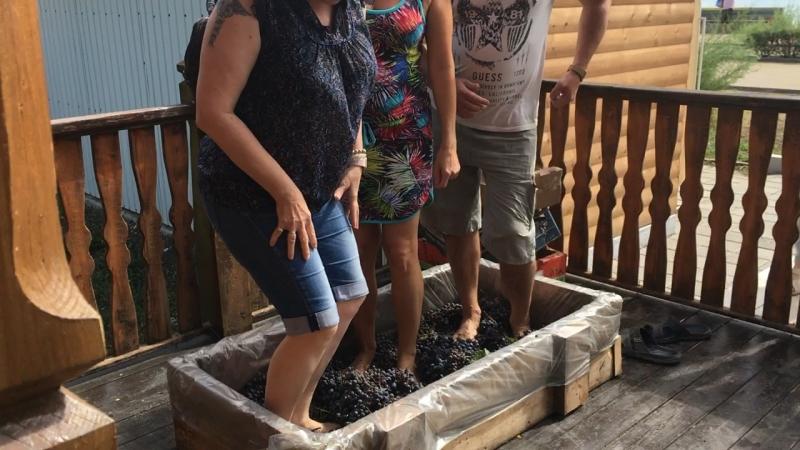 Давим виноград