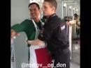 Мексиканец показал член полицейскому на вокзале xD