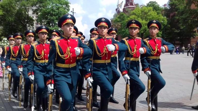 на церемонии прощания военнослужащих срочной службы Преображенского полка уволенных в запас