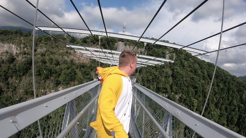 Умер на мосту 01.06.18в Скайпарк е, слабонервным не смотреть